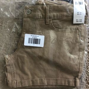 NWT - Hollister twill midi shorts